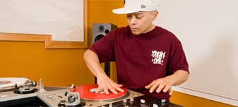 Skratching Lessons with DJ Qbert