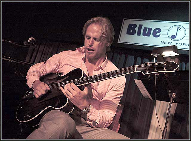 andreas oberg playing gypsy jazz guitar