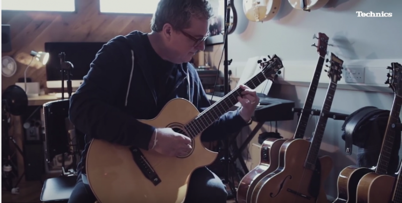 martin taylor playing fingerstyle guitar